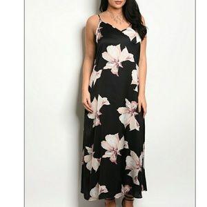 Dresses & Skirts - 🎉HP💜 Plus size maxi dress